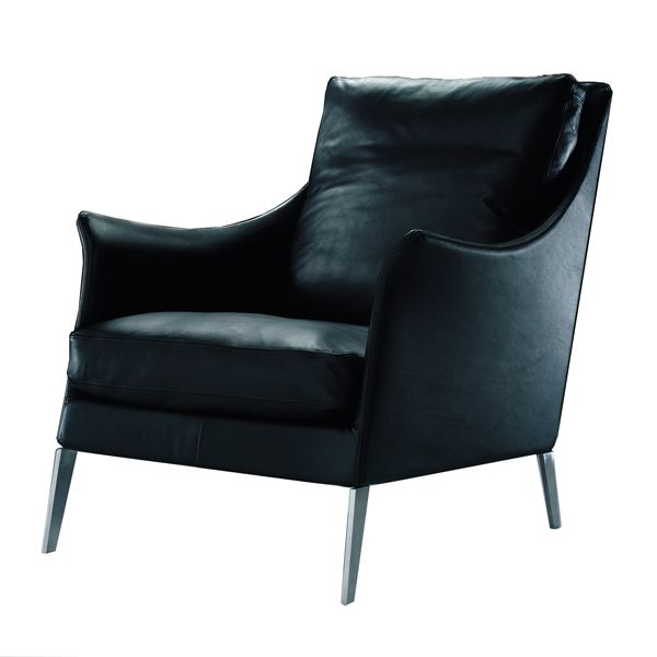The Flexform Boss armchair is a Flexform signature design integrated into a collection made up of armchairs in different feet, footrest and a 127 cm sofa. Details: metal structure with polyurethane filling and dacron covered with protective fabric. Satin feet, chrome brunito or black chrome four legs or swivel base. Cushions of feather and fabric in removable fabric or leather. Price for four-legged armchair in leather upholstery medium category. See more information about all items in the collection and its different fabric and leather finishes in Naharro stores.