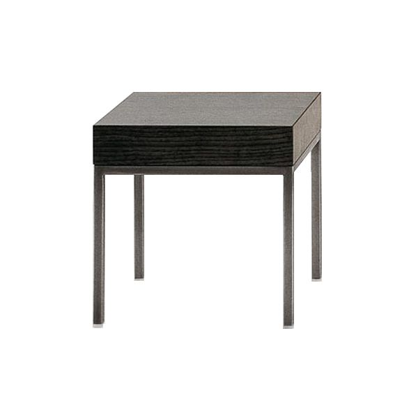 The series of Ebe auxiliary tables is a design by Antonio Citterio for the firm Maxalto characterized by the elegance of its different models. The series consists of square, rectangular and oval tables with and without drawer in different sizes. Details: Manufactured with solid oak wood in gray, brushed black, clear brushed or sucupira finish and structure available in shiny chromed steel or bronzed nickel varnished. Price for square table of 30 cm in gray oak and nickel varnished structure. Due to the great versatility of the series, consult more information in NAHARRO.