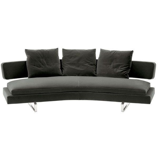 The Arne sofa is designed by Antonio Citterio for B & B Italia, consisting of a seating system with a curvilinear design and enveloping backrest. Arne comes in different configurations and variants. It is a widely comfortable sofa in its many types. Details: steel frame with polyurethane filling. Upholstered in fabric or leather. The seats are supported on shiny brushed aluminum supports, with wide seat cushions. Price for sofa of 261 cm, upholstery Class A of the manufacturer and with a set of 3 cushions of 60 x 55 cm.See other finishes and price in stores of Naharro.