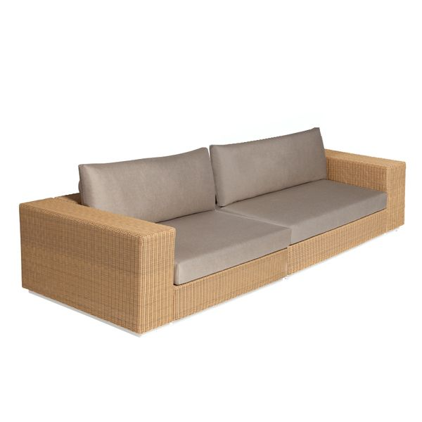 The Hardy modular sofa is a design by the Atelier Creative of the Kettal group for the firm Triconfort that recovers the witness of the braiding of the traditional basketry, used in all cultures, and endows it with a new formal language with clearer and more neutral lines. Details: Manufactured in aluminum and fiber with different finishes. There are lateral, corner and central modules that allow you to configure the outdoor sofa and generate different environments. Price for sofa with two corner modules, natural finish with seat and natte beige backrest. Check the different modules, finishes, measures and prices in Naharro Showroom