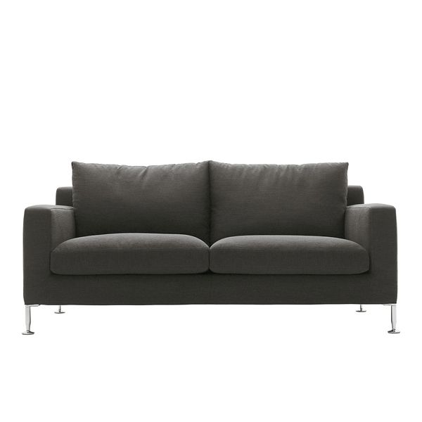 The Harry sofa by B & B Italia is designed by Antonio Citterio with three seat depths and its unmistakable aluminum legs. It is characterized by having a more formal seat for the armchair and sofas, while the modular is more informal. Available in different sizes (175, 210 and 250 cm) and in armchair and pouffe version with upholstery in fabric or leather. Details: Steel interior frame with polyurethane foam padding with different densities for seat and cushions. Price 2 Sofa seats 175 cm with back cushions upholstered in Category B fabric from the manufacturer. Tissue sample available in store. Consult the Naharro stores for more information and prices.