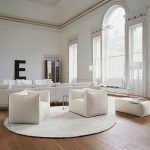 The Bambola armchair of the Le Bambole collection is a creation of Mario Bellini for the firm B & B Italia is considered an icon of the 70 years that never ages and is characterized by its apparent absence of structure, the naturalness of its form, the synthesis of comfort, softness and elasticity that its appearance communicates with evident effectiveness. Details: Available in versions of 1, 2 and 3 removable seats. Price for armchair in Super fabric finish. Does not include puf Consult more finishes and prices in Naharro stores.