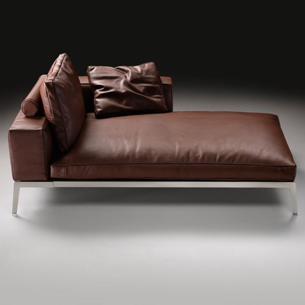 The modular sofa Lifesteel is designed by Flexform, with metal structure in different finishes, metal seat frame with polyurethane padding covered in different colored leather, arms and backrest injected polyurethane with metal insert, seat cushion of feather with insert of non-deformable material and those of the backrest of feather with curl of dracon.Tapicería in fabric or removable skin.Details: Sofa of 200 cm with 2 cushions backrest and seat height of 35 cm. Upholstered in leather of average category. See in Naharro stores more sizes, modules, upholstery and prices for the Lifesteel sofa.
