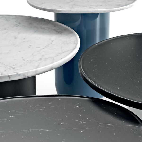Barber & Osgerby have given the Button tables the same care and attention as their Tobi Ishi collection. Buttonde B & B Italia tables are characterized by their smooth, calibrated shapes and precise details, with rounded lacquered cylindrical bases at the bottom softening their geometry. The covers, marble, have the high edge with the appearance of a tray. Softness and rigidity, with contrast of materials and minimal details that create imperceptible movements are the characteristics of these designers, whose language is recognizable even in service elements. There are three variants, two with an oval lid and one with a round top. all the finishes in the stores of NAHARRO.
