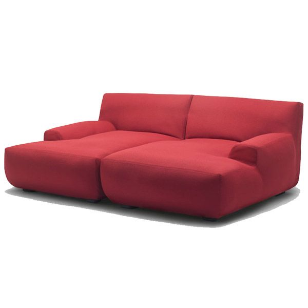 The Welcome Home sofa is a design by Francesco Rota for Paola Lenti composed of central elements, corner, chaise longue and pouf for indoor environments. Details: Internal structure of metal with plastic spacers, filled with polyurethane foam of different densities and fiber Of polyester. In addition, the different modules come with a cotton lining and an interchangeable cover in the different fabrics that make up the Collection. Check the different modules, finishes and prices at Naharro Showroom.