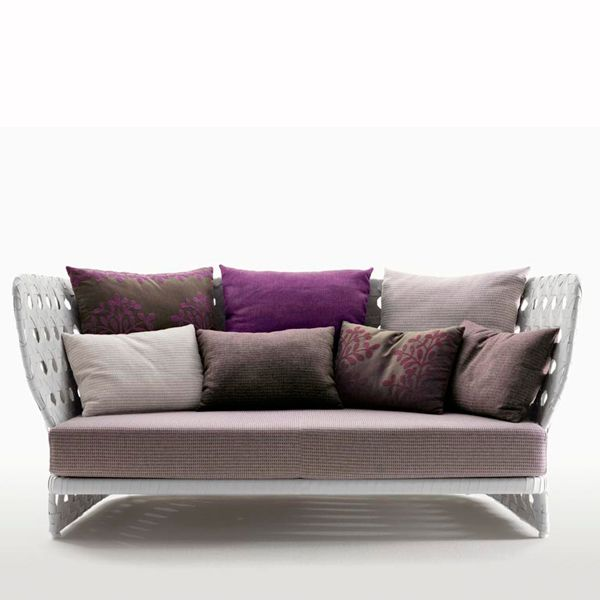 The Basket Collection by B & B Italia for exteriors consists of a linear sofa in two versions, armchair, circular sofa, lounger, table and auxiliaries. Patricia Urquiola has been inspired by traditional baskets but giving it a decidedly contemporary twist. All the pieces are ideal for the pool area, on the lawn of the garden or on the terrace, harmonizing perfectly with the landscape. In the Canasta Collection, the most sophisticated technologies have been used, merging history and culture. B & B Italia adds its unmistakable stamp to the innovative tradition through the use of polyethylene fiber, resistant to weathering. The result is an innovative solution in the field of outdoor furniture, with products that maintain the same quality, aesthetic standards and comfort of all B & B Italy Collections. The range of seats is completed with cushions specially created for outdoor use in various combinations of fabrics and colors. A creative puzzle of shapes, signs, colors allows you to modify Basket to suit your own personal taste. The result is an innovative solution in the field of outdoor furniture, with products that maintain the same quality, aesthetic standards and comfort of all Collections of B & B Italia.Price for 194 cm sofa with Elce type upholstery. Basket sofas are available in different upholsteries, both the seat and the cushions that accompany. Samples are available in our stores.